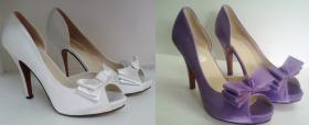 farbowanie białych satynowych butów ślubnych na kolor fioletowy
