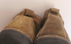 czyszczenie męskich butów zamszowych