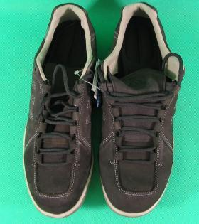 rozbijanie nowego obuwia
